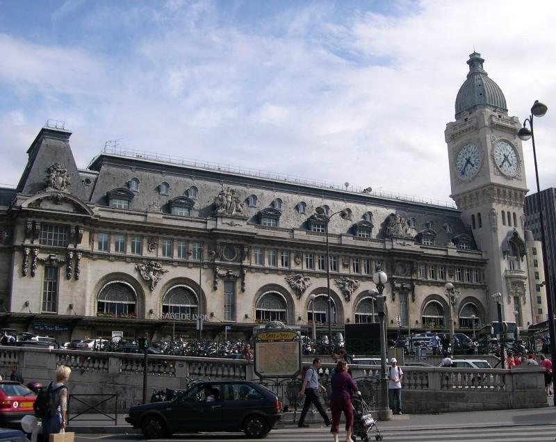 Paris-Gare-De-Lyon-Facade-and-Tour-de-LHorloge