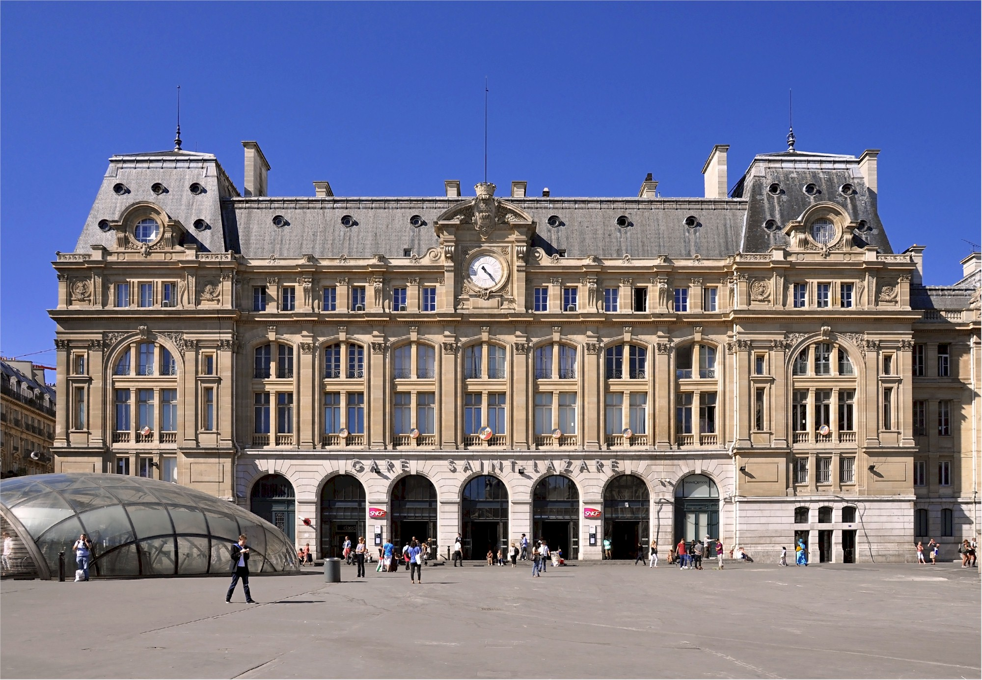 Paris-Gare-de-Saint-Lazare-train-station