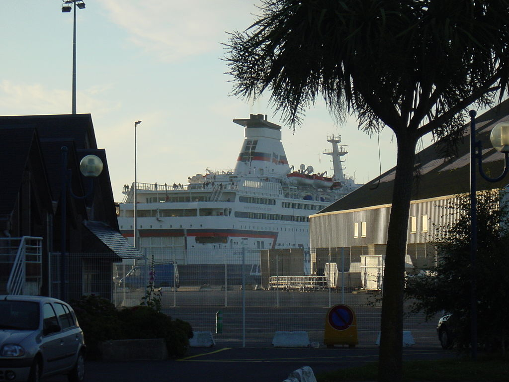 Roscoff-ferry-port