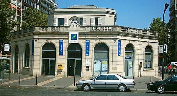 paris-gare-de-pereire-levallois-train-station-facade