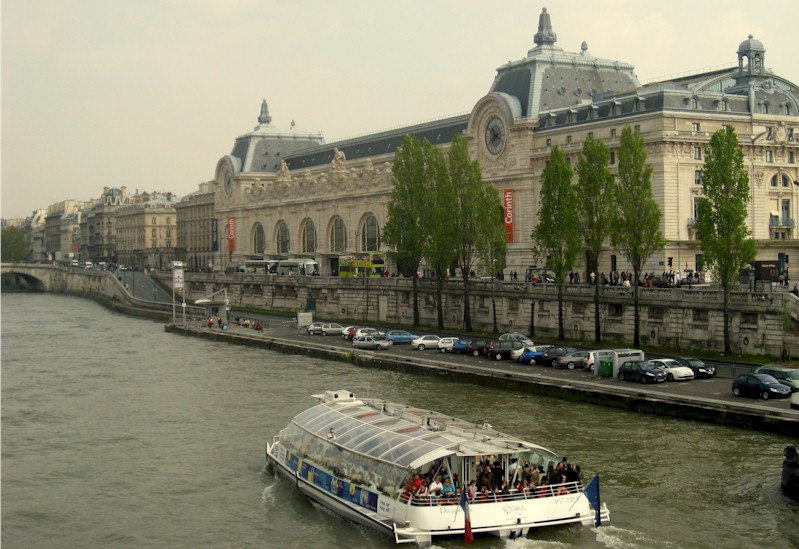 paris-gare-du-musee-d-orsay-train-station-rer-c-seine