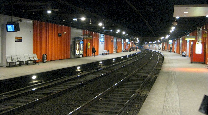 paris-gare-pont-de-l-alma-train-station-rer-c-platforms