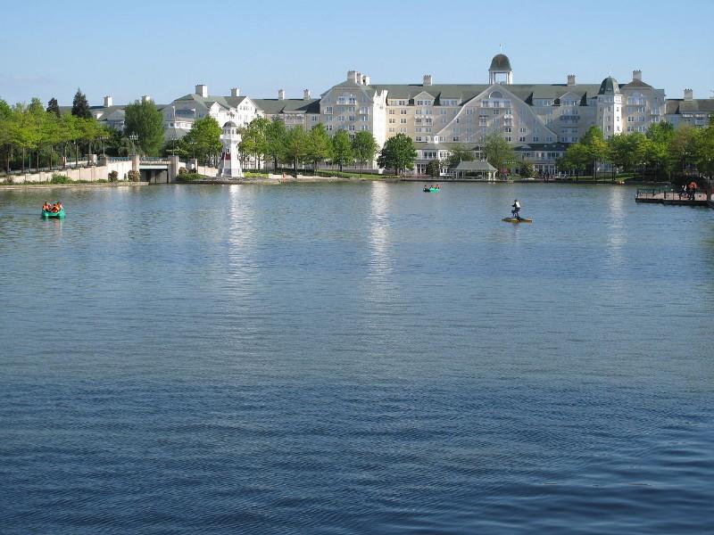 Marne-la-Vallee-Lake-of-Disney-Village