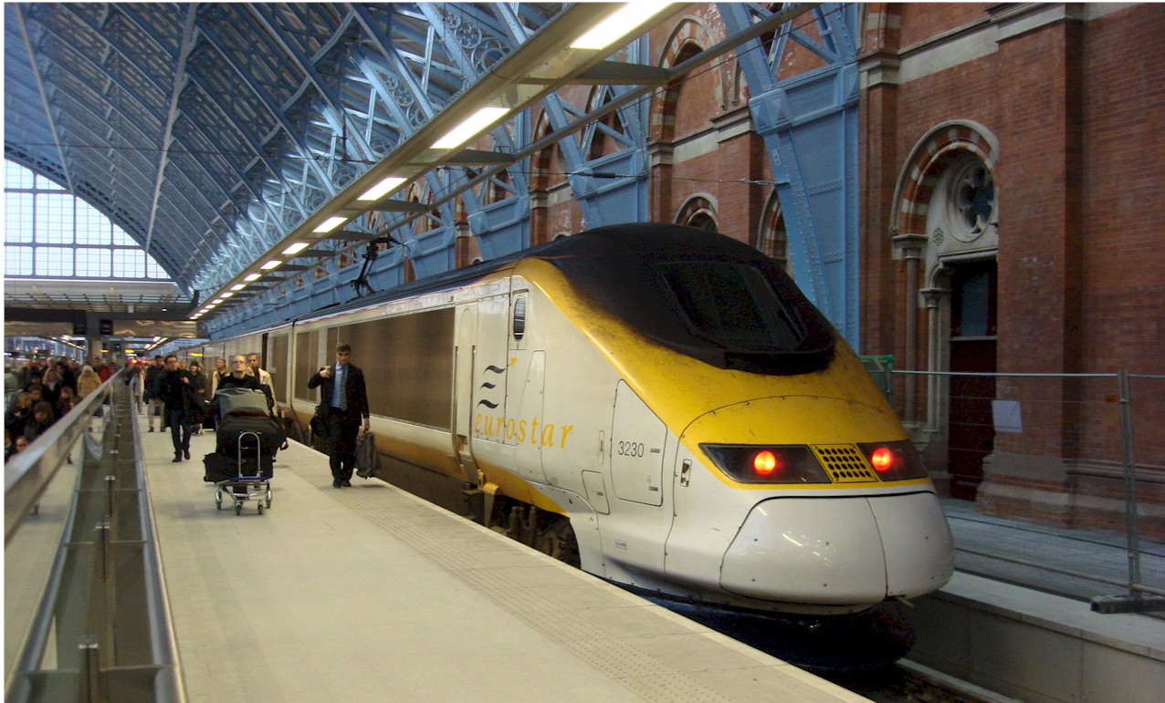 Eurostar_at_St_Pancras_railway_station