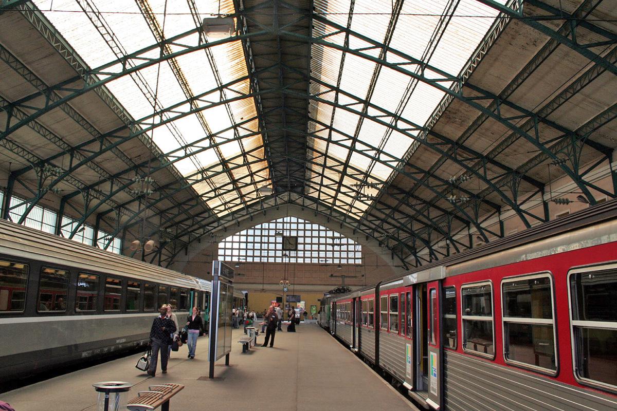 Intercites-train-in-Le-Havre