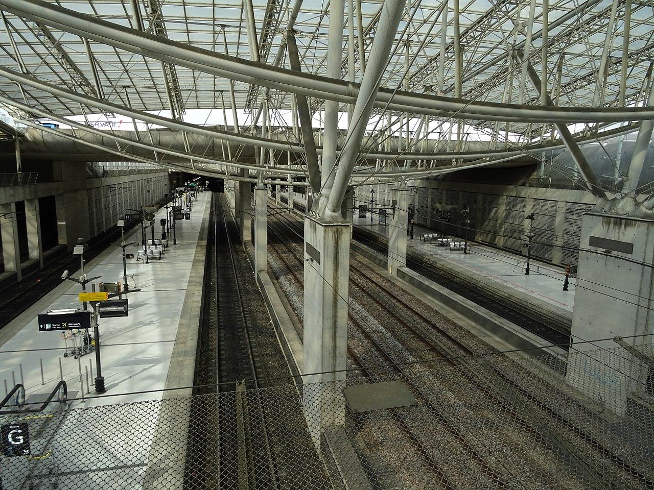 Paris-airport-cdg-2-tgv-rer-train-station