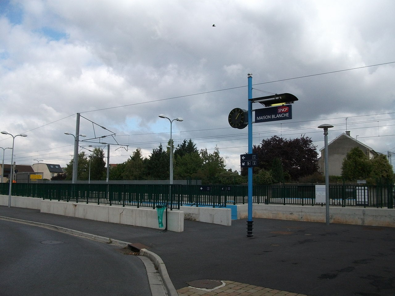 Reims-maison-blanche-train-station