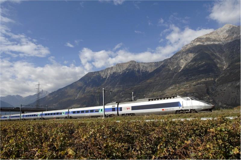 1865_South-East-Renov-Lyria-credit-Railteam-1