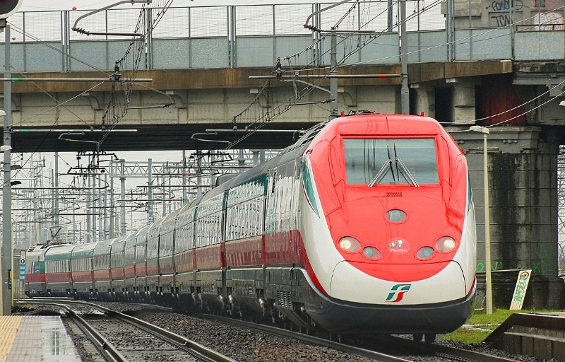 1907_Italy-Frecciarossa-red-arrow-high-speed-train