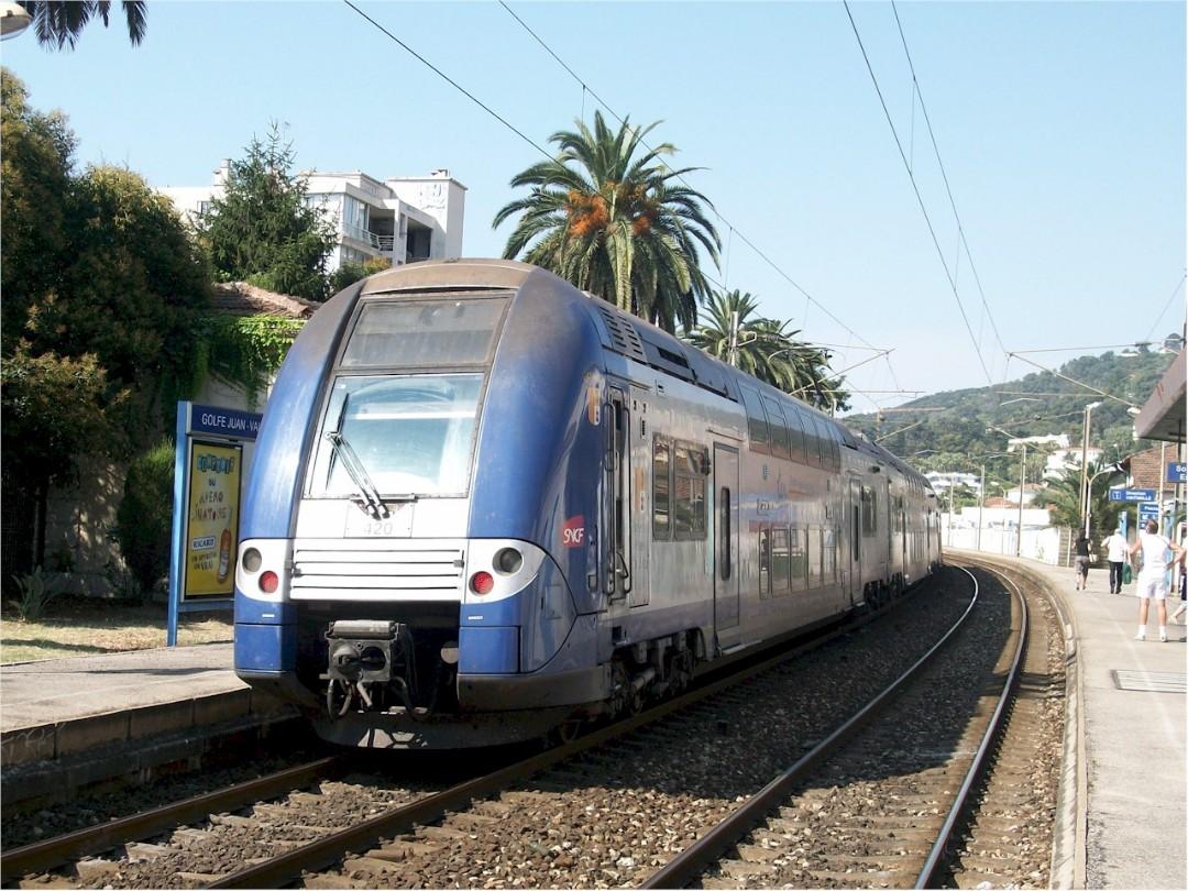 golfe-juan-vallauris-train-station-1