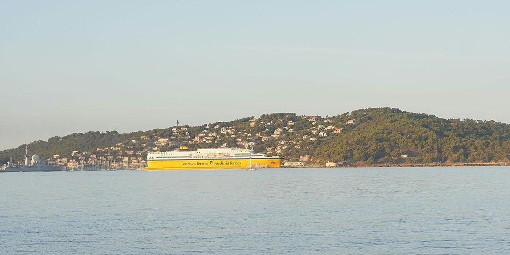 Toulon-ferry-terminal