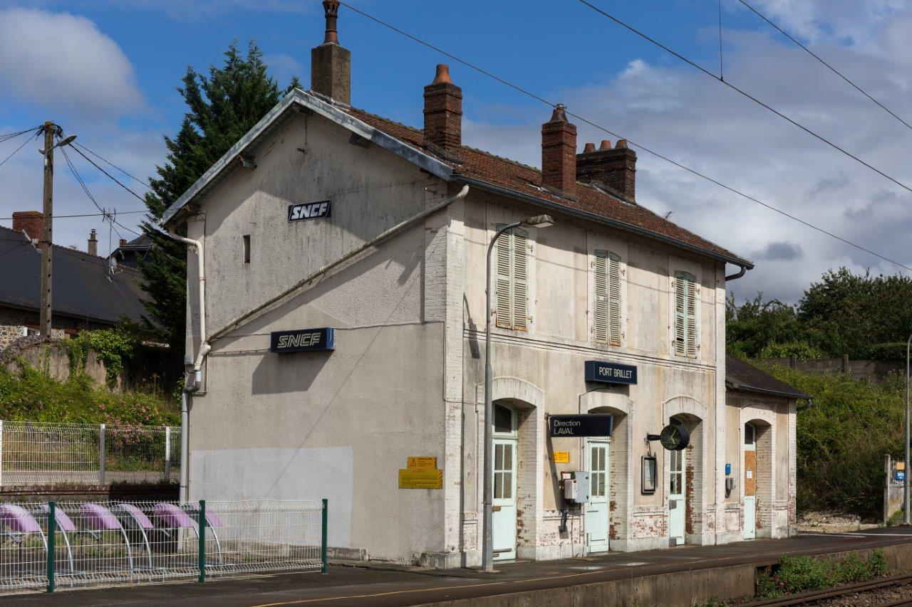 gare-de-port-brillet-train-station